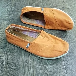 Toms Shoes - Toms Women's Classic Canvas Orange Flats 8.5
